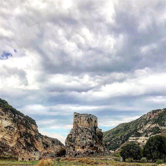 castles rivers fairytales castle castle🏰 victorian victorianhouse ... (Chekka)