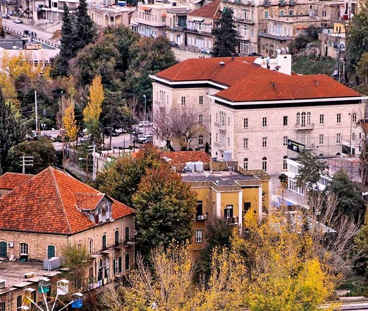 Autumn shows us how beautiful it is to let things go! zahle ... (Zahlé, Lebanon)