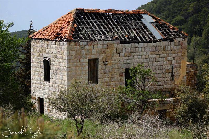 🏡__________________________________________________________... (Ehden, Lebanon)