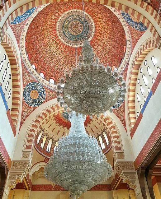 English below ⬇️В Бейруте несчетное множество церквей и мечетей, как стари (Mohammad Al-Amin Mosque)