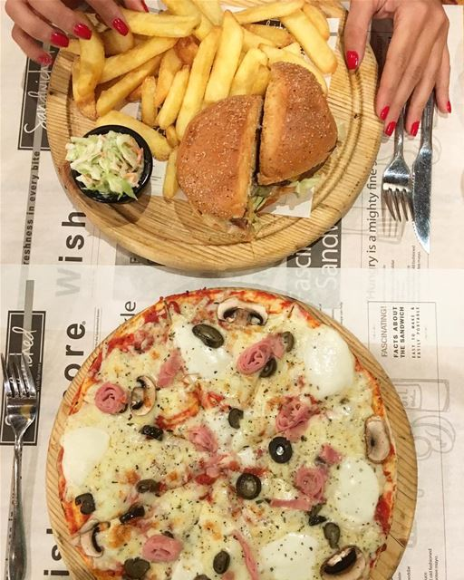 🍔 VS 🍕 @sandwichediner Which one do you pick? ☝🏻😋 ... (Sandwiched Gemayzeh)