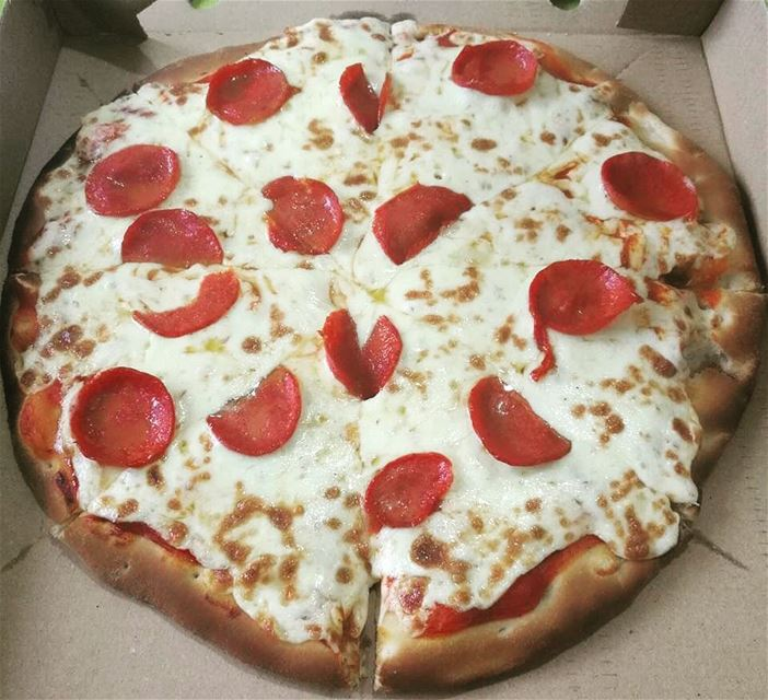 This how we do it on Sunday eve!🍕😋🍕😋🍕😋Tag a friend who you'd want... (Rashet somsom - رشة سمسم)
