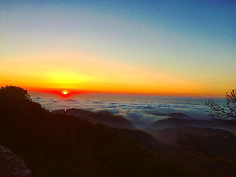 A sunset above the clouds 🌄 because a normal sunset is boring😌 Tb••... (Mazar Saint Charbel-Annaya)