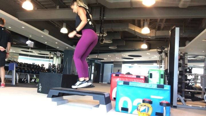 Set your  timer and give this a go:😈 5 x😈 30 side to side on  stepper� (Dubai, United Arab Emirates)