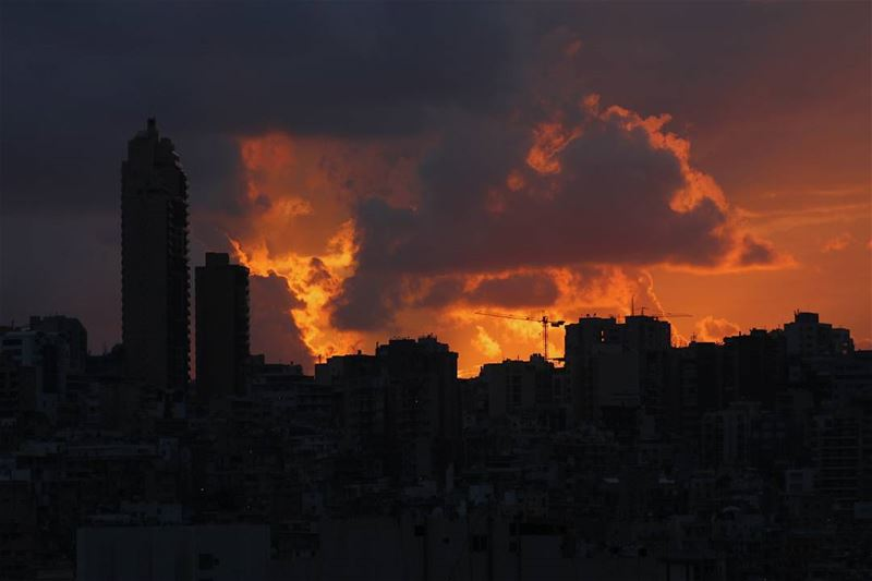 BEIRUT ON FIRE 💣☁️ Beirut beiruting Lebanon LiveLoveLebanon ...