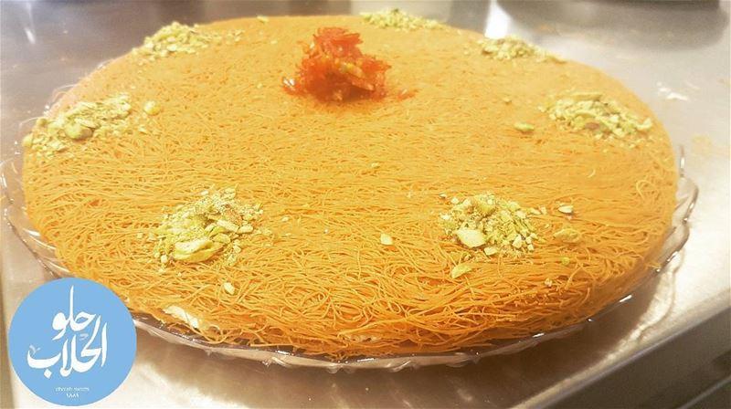 عثملية بالقشطة 😍😁 مع فستق حلبي و زهر الليمون 👌 ------------------------- (Abed Ghazi Hallab Sweets)
