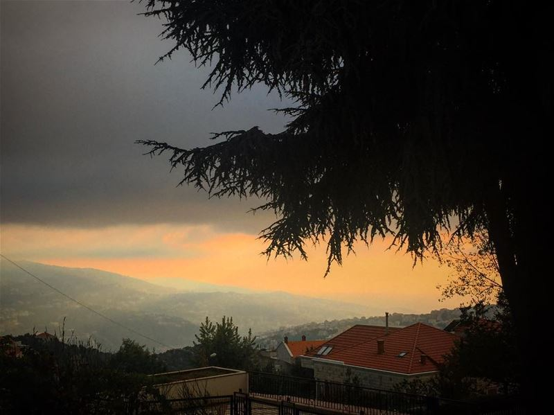 Another charming sunset from Rayfoun 💛 village rayfoun ... (Rayfun, Mont-Liban, Lebanon)