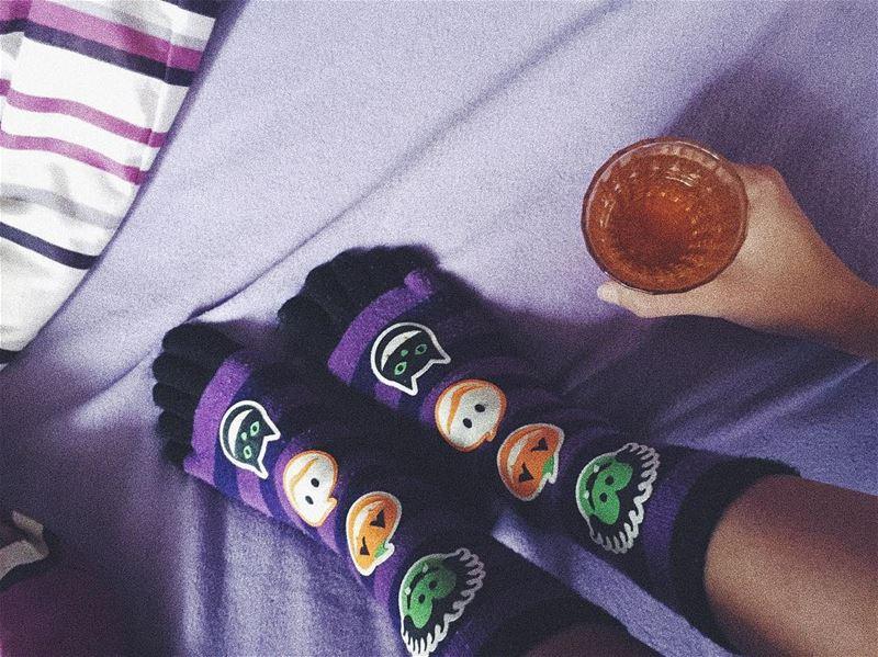 • H A P P Y • H A L L O W E E N •.... october onthebed socks ... (Aley)