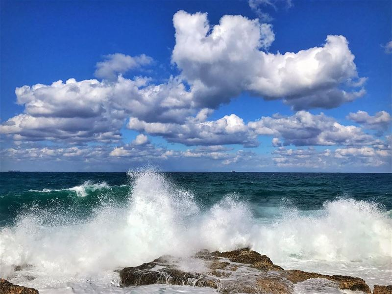 Raging waves 🌊 .......... winter  winteriscoming  clouds  waves... (Ar Rawshah, Beyrouth, Lebanon)