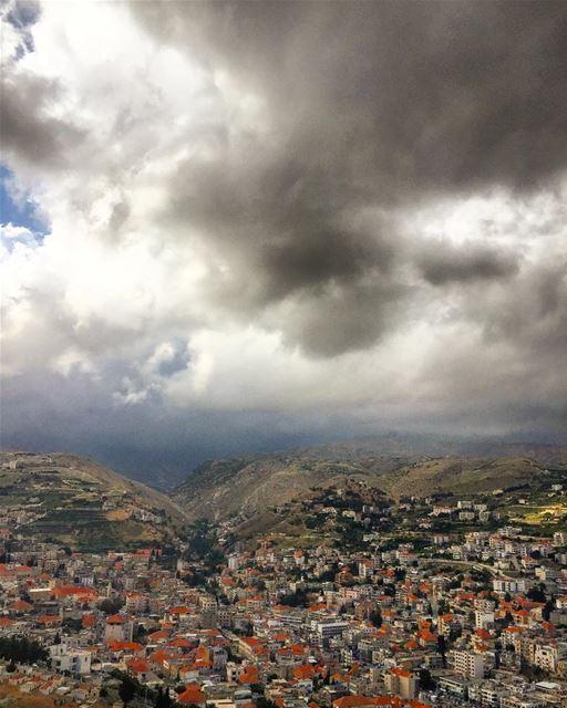 Hello from Zahle 😃 lebanon bekaa zahle village fog clouds cloud ... (Zahlé, Lebanon)