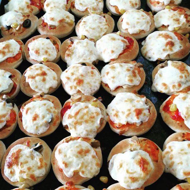 Mini Pizzas🍕🍕🍕🍕🍕🍕**** rashetsomsom minipizza minibites ... (Saïda, Al Janub, Lebanon)