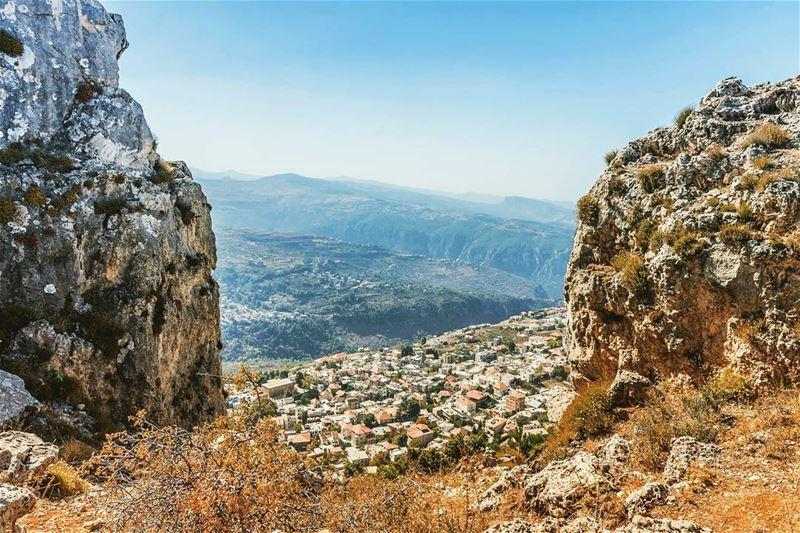 Location : Ehden from above. lebanon hiking nature outdoors ... (Ehden, Lebanon)