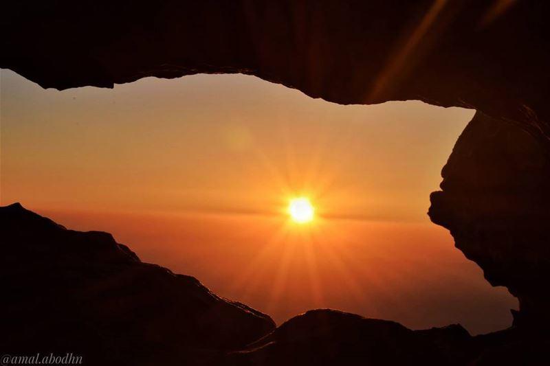 كم من شجاعٍ اخترق الموت ولم يمت،،،، وكم من جبانٍ مات بمخباه 👌👌👌 ...