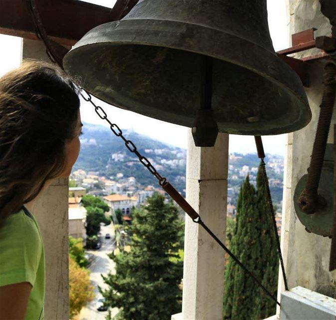 """وهيك لتيقينا ب""رنين الجرس• proudtobechbebeh proudofbeitchabab ... (Beït Chabâb, Mont-Liban, Lebanon)"
