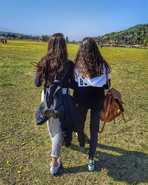 Walking through the greener grass...⛳ (`Akkar, Liban-Nord, Lebanon)