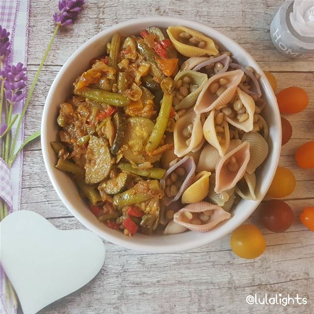 🌿Hearty vegan dinner😋🌿🌈Rainbow pasta with lentils and loads of... (Germany)