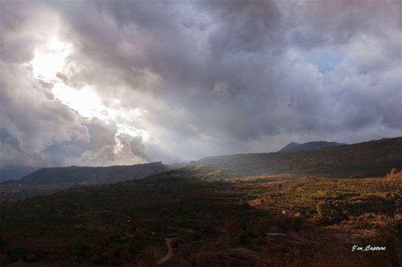 That light 😍••• NIKOND90 NIKONDSLR NIKONDX NIKONPHOTOGRAPHY ... (El Laklouk, Mont-Liban, Lebanon)