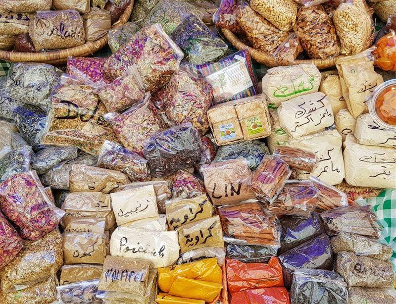 English below⬇️Аромат и вкус Востока на одном прилавке рынка фермерских пр (Souk el Tayeb)