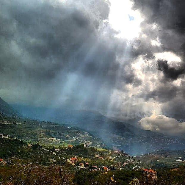 sun shy wonderfulview supernatural light skyline cloudscape ... (Akoura, Mont-Liban, Lebanon)