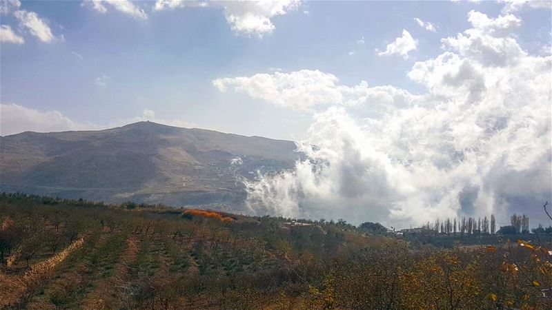 اخر ايام المشاوير في غيمة زرقة و برد كتير🌪⛅... autumn land clouds ... (Mount Lebanon Governorate)