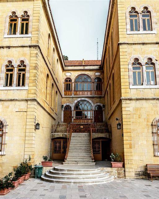 Location : Mar Antonios Kozhaya, Lebanon earthpix earthofficial ... (Valle di Qadisha)