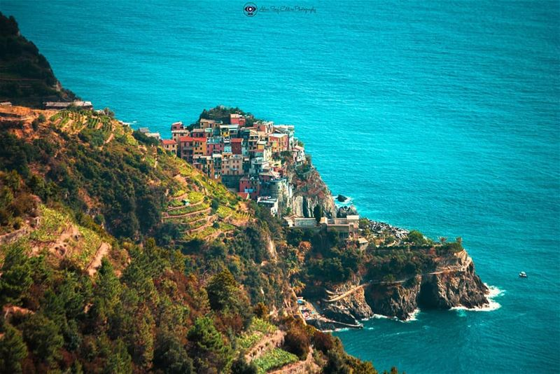 A breath taking view from Cinq Terre - Italy. مشهد يحبس الأنفاس من منطقة س