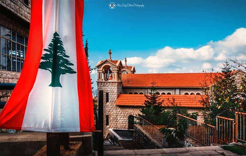 سألوني شو صاير ببلد العيد.... قلتلن بلدنا عم يخلق جديد... They asked me...