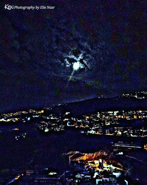 ...ميّل علينا قمر تشرين حكيوا علينا وسألونا مين هيدا قمرنا نزل سهرنا زع (Fanar, Mont-Liban, Lebanon)