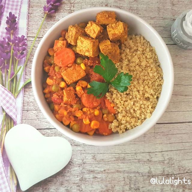 Lunch Time📣 🤗Tofu, veggies & quinoa.😋........🌿🌿🌿🌿🌿🌿🌿🌿� (Germany)