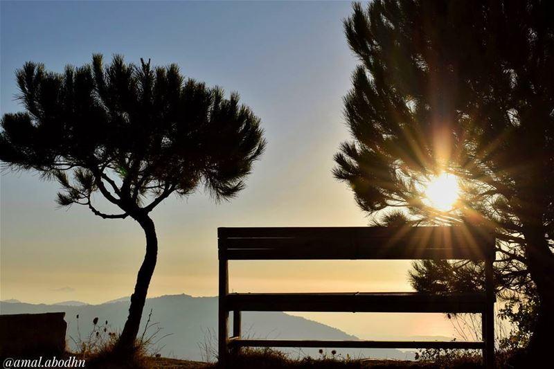 الزمن لا يمر،، الزمن يدوم،،، ما يمر هم الناس 👌 lebanon photography ... (Niha Fortress - قلعة نيحا)
