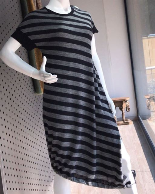 Casual striped dress 🎬DailySketchLook 162 shopping italian boutique ... (Er Râbié, Mont-Liban, Lebanon)