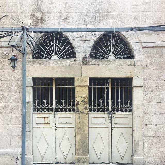 a city of chain locked doors and telephone wires 🔓 (Beirut, Lebanon)