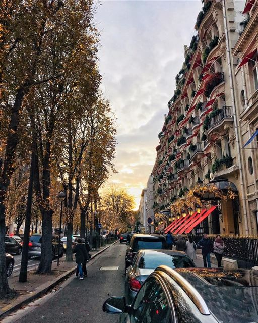 Afternoon Stroll... paris france popcorn961 beirut lebanon travel... (Avenue Montaigne)