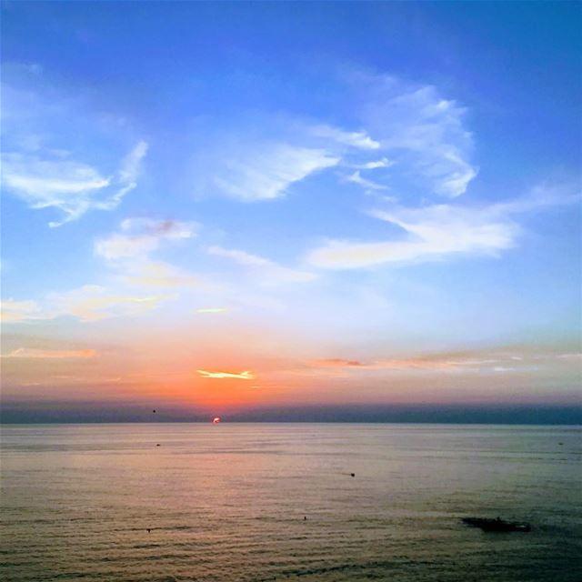 Meet me where the sky touches the sea. lebanon beirut raouche ... (Ar Rawshah, Beyrouth, Lebanon)