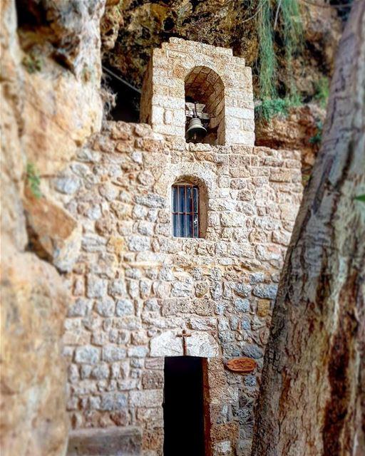 • جئت اختبر نار روحك جئت امتلئ بمجدك • onlyonegod mylord ... (Ouâdi Qannoûbîne, Liban-Nord, Lebanon)