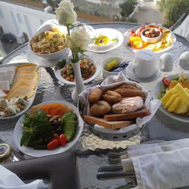 Have a healthy morning healthylifestyle healthyfood foodlove fruits ... (Rotana Hotels Lebanon)