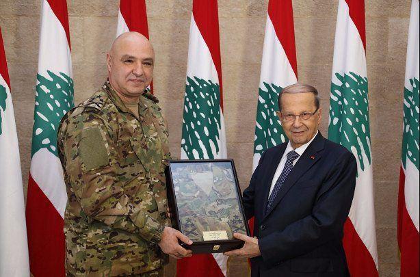 قائد الجيش سلّم عون بزّة القتال الجديدة⠀⠀⠀⠀⠀⠀⠀⠀⠀ ⠀⠀⠀⠀⠀⠀⠀⠀⠀⠀⠀⠀ ⠀اسقبل رئيس
