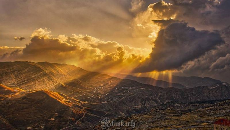 The glorious mountains of Lebanon 🙌⛰🙌 thanks @surreal_k for sharing ⛰🇱� (Dahr el Qadîb)