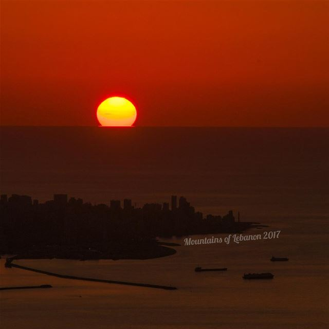 ... And the sun is now setting behind Beirut! (Few days ago) sunsets ... (Ballouneh, Mont-Liban, Lebanon)