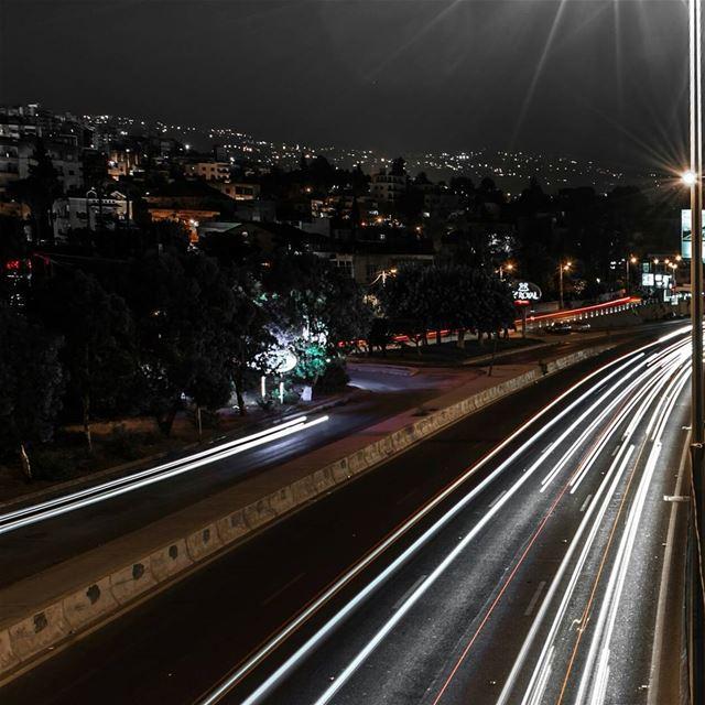 streetphotography highway longshutter slowshutterspeed longexposure ... (Dbayeh, Mont-Liban, Lebanon)