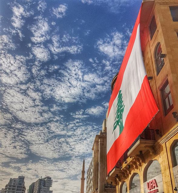 [SARMADI] استقلال........ independence  lebanon  beirut  flag ... (Downtown Beirut)
