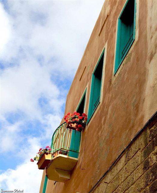 nostalgia oldhouse lebanonhouses heritage tyre lebanon balcony ...