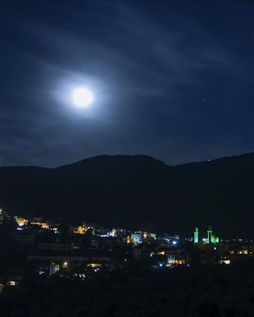 Moon Timelapse Video is here, sadly i need to trim this to 1 minute to fit... (`Arab Salim, Al Janub, Lebanon)