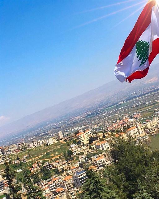 حُبّ بلادي تملَّك فيّي ❤️⚪️💚⚪️❤️........ lebanon lebanon_hdr ... (Zahlé, Lebanon)
