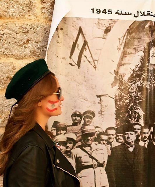 للوطن نرفع العلم..كلّنا للوطن ..استقلال الوطن ❤️🇱🇧 كلنا_للوطن استقلال_ل (قلعة راشيا)
