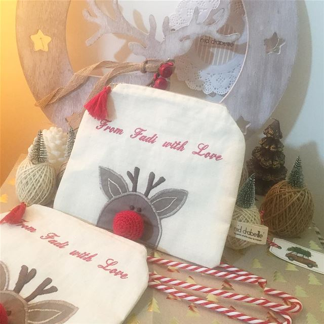 With LOVE ❤️ pouches with a red nose! Write it on fabric by nid d'abeille ...