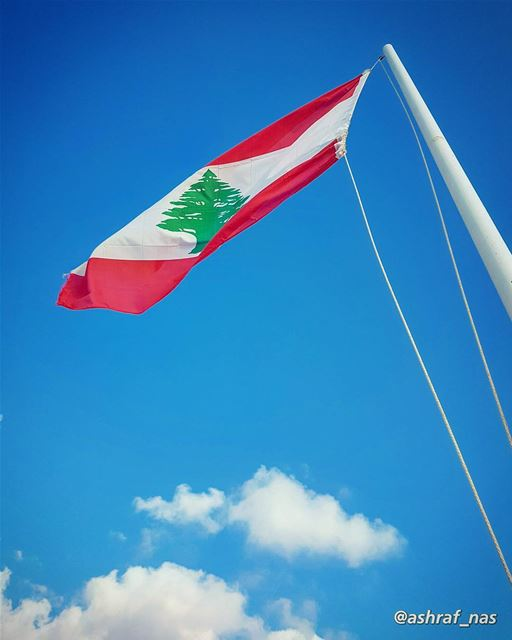 بحبك يا لبنانيا وطني بحبك...بشمالك بجنوبكبسهلك بحبك... sky clouds ... (Naqoura)