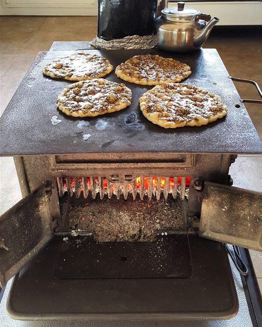 Atyab man2ushet zaatar 3al 2aterje . thyme breakfast on stove ... (Zar`Un, Mont-Liban, Lebanon)