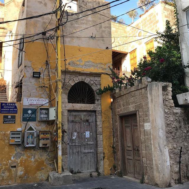 sour صور southlebanon doorsoflebanon lebanontraveler solotraveler ... (Soûr, Al Janub, Lebanon)