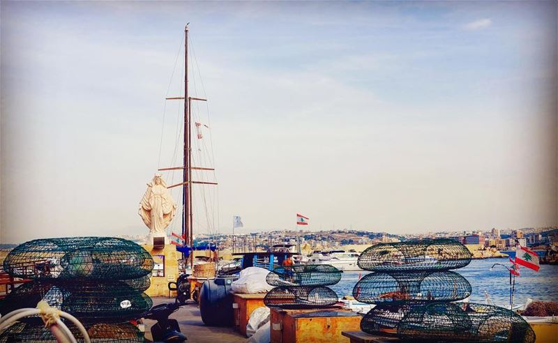 Le port des pêcheurs de Tyr ⛵️🇱🇧 tyr tyre port pecheur boats ... (Tyre, Lebanon)
